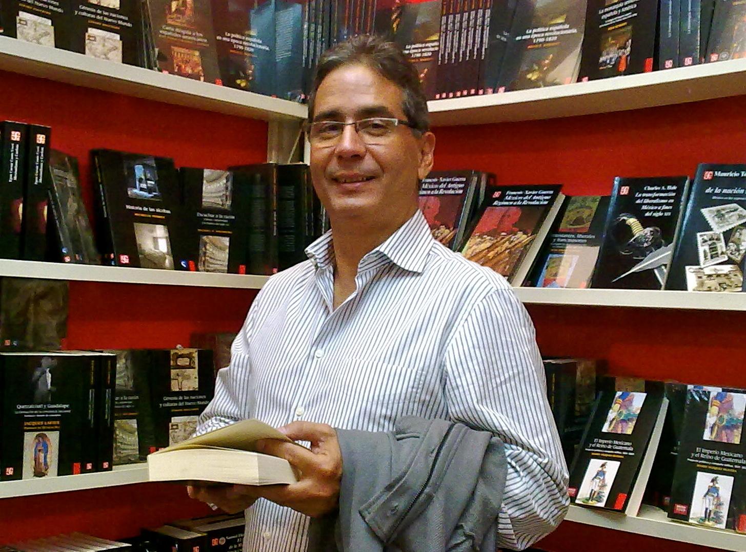 Dr. Gustavo Lins Ribeiro