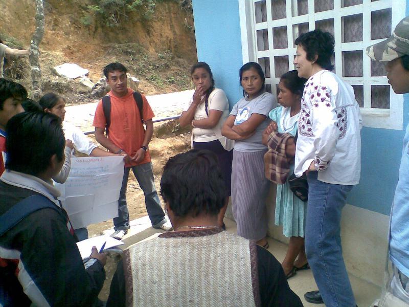 UVI. Visita a comunidad, aplicando lo visto en las clases. (Fotografía: Alejandro Martínez Canales)