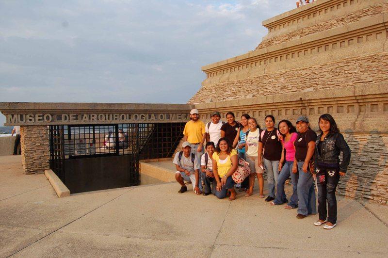 El grupo conformado por estudiantes de la Orientación en Comunicación y el docente Demián Ortiz (foto Carlos Castro)