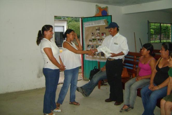 El equipo en la devolución de la información al Sub-Agente Municipal del Tajín, Papantla, Ver.