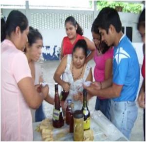 Actividades del taller creaciones totonacas con olor a vainilla (Foto: Liliana López)