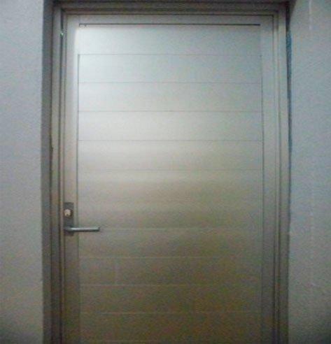 Colocacion-y-cambio-de-2-puertas-para-baño