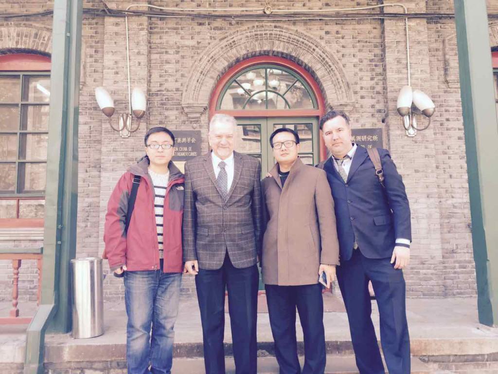Profesores del curso acompañan a Cui Shoujun y Aníbal Zottele