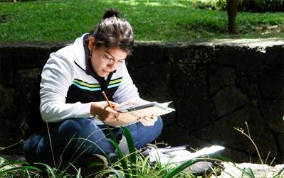 Alumna estudiando Autónomamente