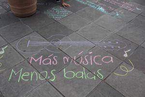 El público interactúa a través de mensajes y dibujos.