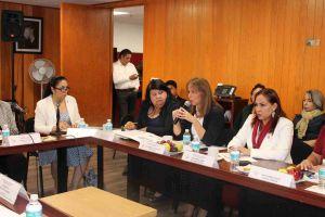 La Rectora y la Secretaria de Administración y Finanzas de la UV con la diputada Adriana Ortiz Lanz