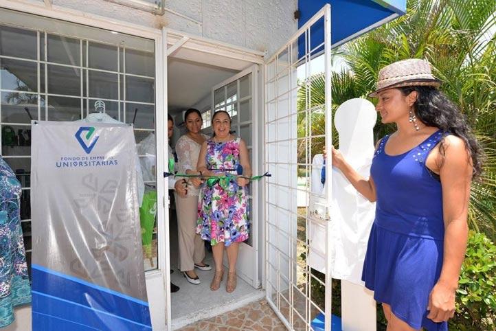 La Rectora inauguró la nueva sucursal de Tienda UV, en Minatitlán