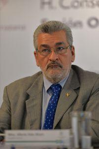 Alberto Islas Reyes, Abogado General, informó sobre las acciones legales emprendidas por la Rectoría de la UV
