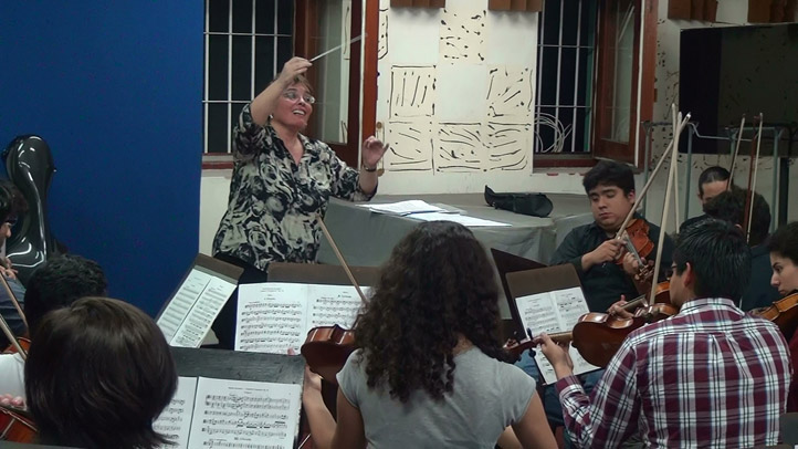 La académica de la UV en la dirección de orquesta
