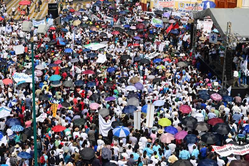 La comunidad universitaria de la región Xalapa se reunió en Plaza Lerdo