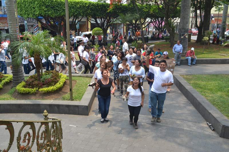 """En Orizaba, las actividades concluyeron en el parque """"Apolinar Castillo"""" con el """"Festival cultural en defensa de la UV y la educación superior pública"""""""