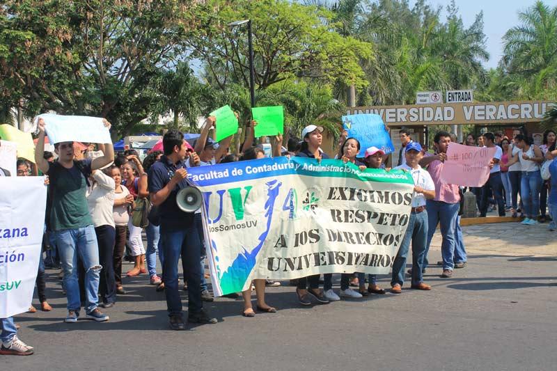 En Coatzacoalcos se realizó una manifestación pacífica en la avenida Universidad