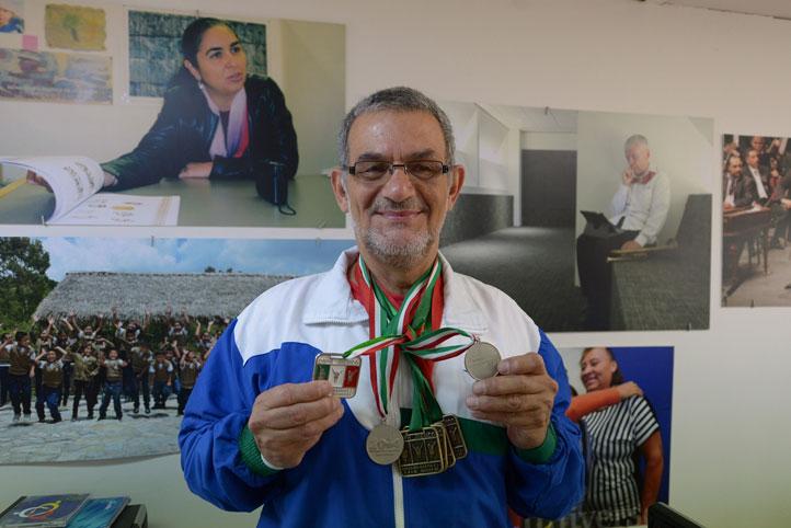 Marco Tulio Aguilera, brillante nadador de la UV