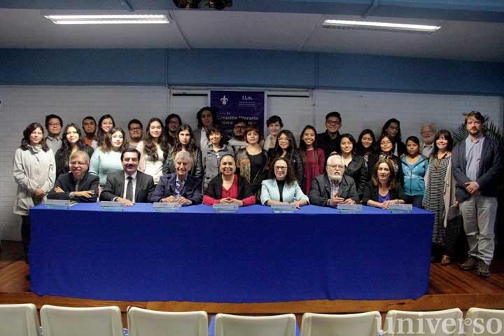 Los jóvenes que asisten a la octava edición del curso, con las autoridades universitarias y miembros de la FLM