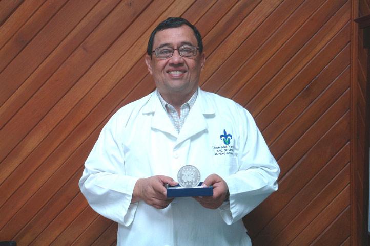 """Manuel Saiz Calderón, ganador del Premio Nacional """"José Narro Robles"""""""