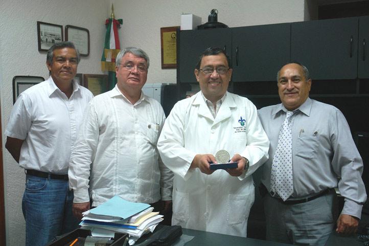 El premiado agradeció el apoyo de sus colegas de la Facultad de Medicina, región Veracruz