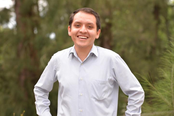 Miguel Ángel Barradas recibió carta de aceptación de 13 universidades para cursar un posgrado en Derecho Internacional