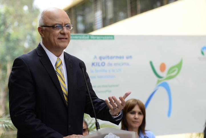 Raciel Martínez Gómez, titular de Comunicación Universitaria, anunció las cápsulas de cocina saludable que transmitirá Tele UV