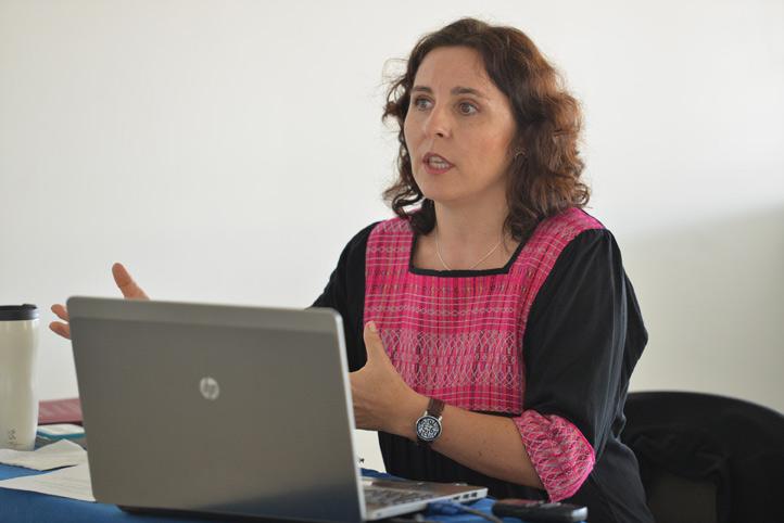 Cristina Victoria Kleinert se tituló con mención honorífica del Doctorado en Investigación Educativa de la UV