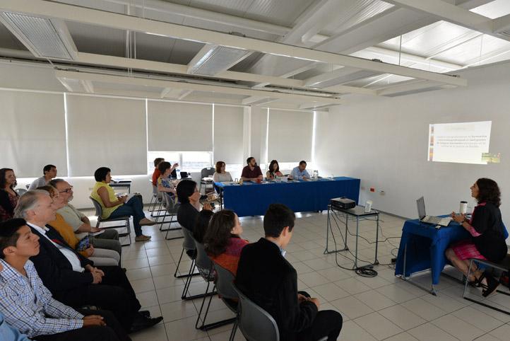 Cristina Victoria Kleinert abordó el tema de la profesionalización de traductores e intérpretes