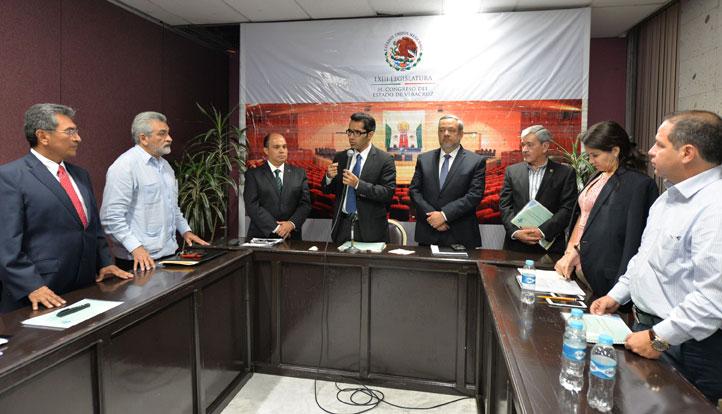Ciro Gonzalo Félix Porras, presidente de la Comisión de Justicia y Puntos Constitucionales de la LXIII Legislatura, recibió la documentación relacionada