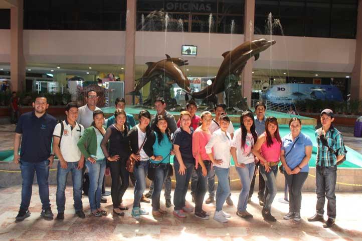 Estudiantes del Telebachillerato El Paisano fueron de excursión al Acuario de Veracruz