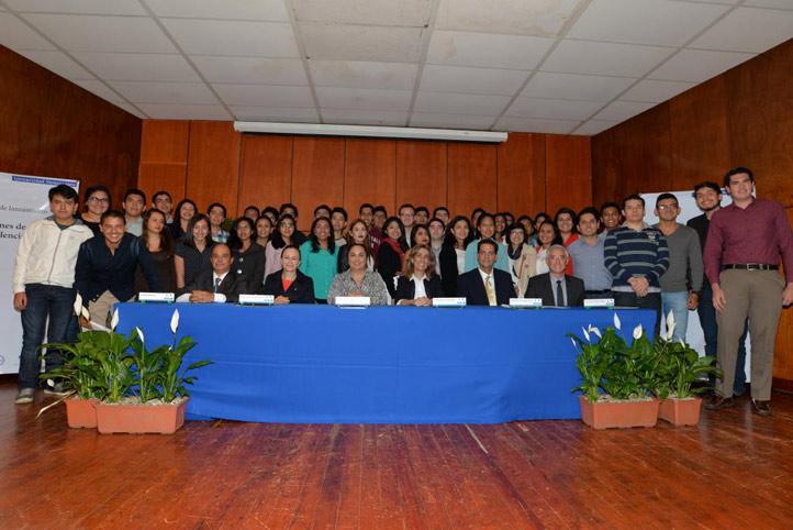 La rectora Sara Ladrón de Guevara dio la bienvenida a la tercera generación del programa