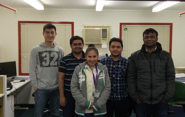 Mariana Miranda con sus compañeros en la UNSW