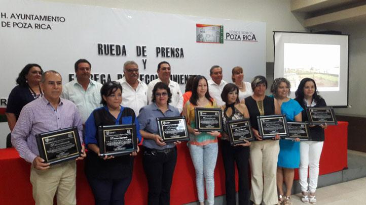 Académicas del Centro de Idiomas fueron reconocidas por capacitar a trabajadores del sector de turismo en Poza Rica