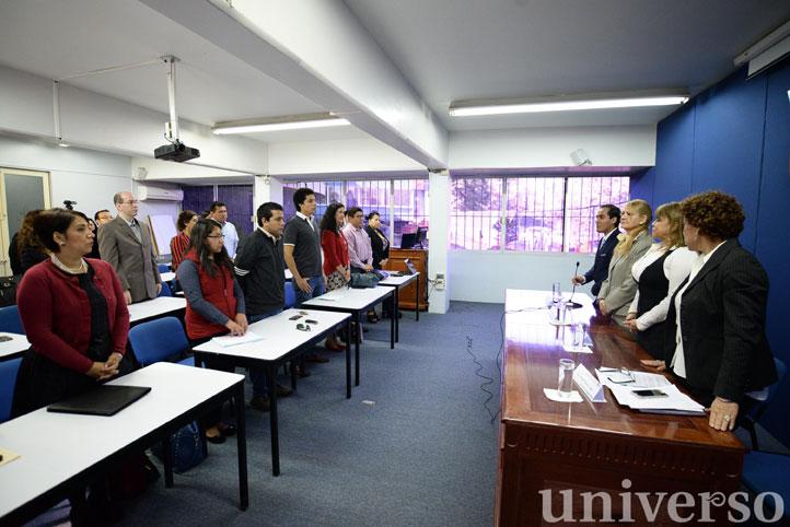Inauguración del seminario, encabezada por la ponente y autoridades de la Facultad de Derecho