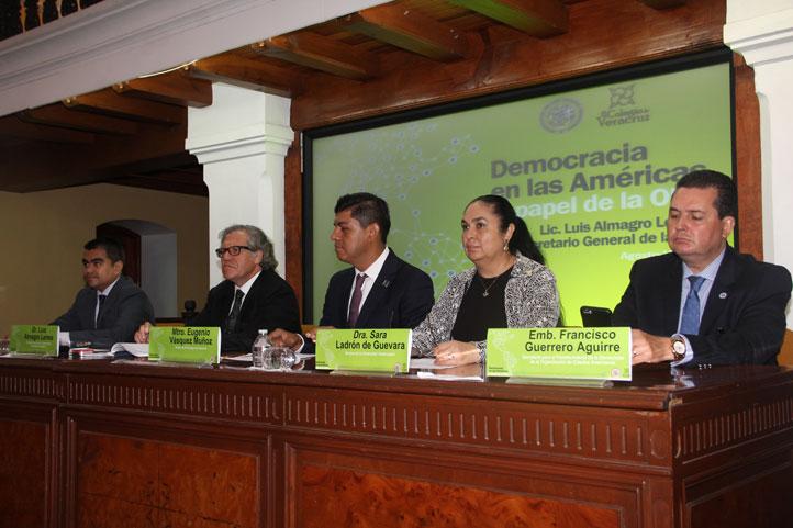 Sara Ladrón de Guevara atestiguó la firma del convenio de colaboración entre la OEA y el Colver
