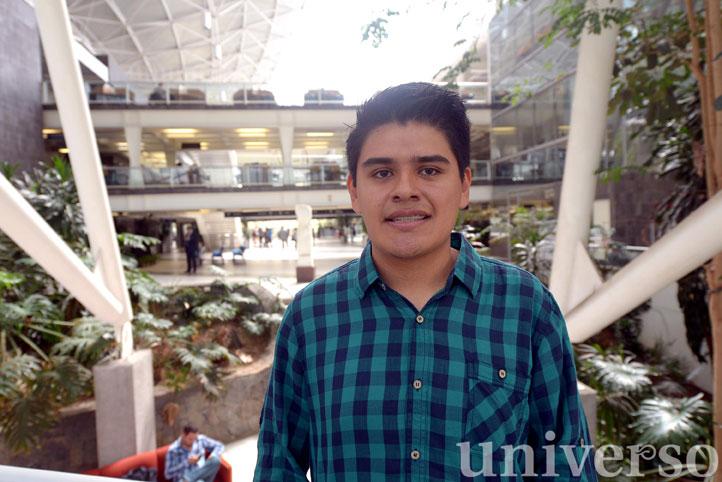 Ricardo Pérez Indoval, egresado de Ingeniería Civil, será uno de los beneficiarios de la beca para formación en el extranjero