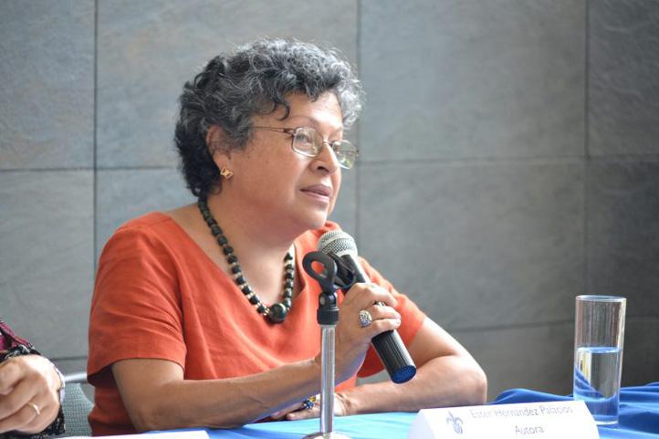 Para Esther Hernández Palacios su amor por la literatura se dio desde muy niña