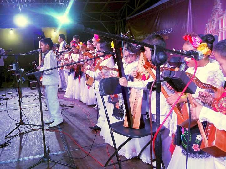 Los niños músicos de La Casa del Arpa de Coatepec