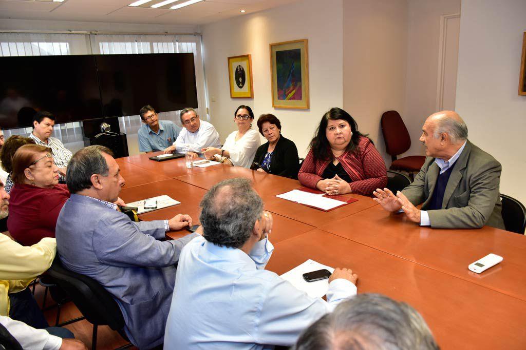 Clementina Guerrero, titular de la SAF, recibió a los integrantes del Fesapauv encabezados por su secretario general, Enrique Levet