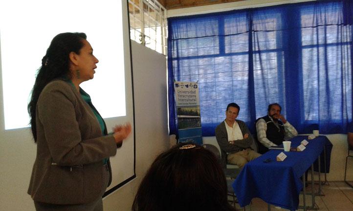 Rebeca Hernández Arámburo desarrolló una plática sobre el Programa de Vinculación para el Desarrollo Profesional e Inserción Laboral