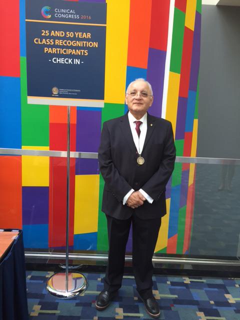 El Colegio Americano de Cirujanos reconoció la trayectoria del vicerrector Gerardo Alfonso Pérez Morales