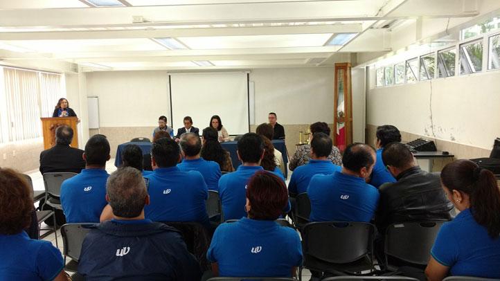 Autoridades universitarias y del Caceca, en el presídium