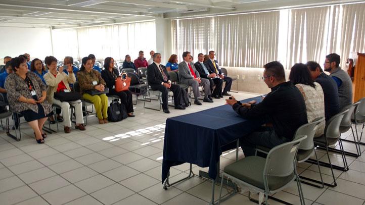 El auditorio de la Facultad de Comercio y Administración durante la bienvenida a los comités Caceca por autoridades y docentes