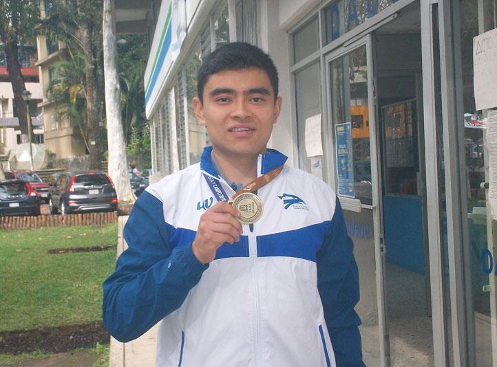 Carlos Jared Mejía Zavaleta, atleta de la UV