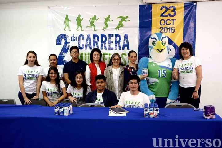 Autoridades de la Facultad de Nutrición, del Cecan y alumnos organizadores de la Carrera Muévelas