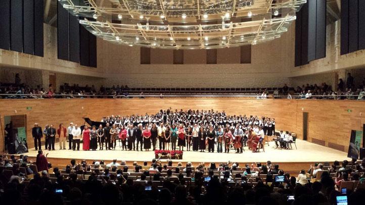 Parte del personal académico y participantes en el concierto del CIMI