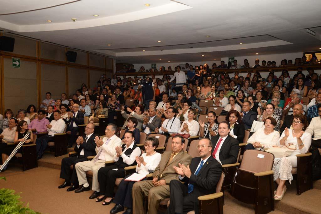 La Universidad Veracruzana reconoció a sus académicos en el marco del Día del Maestro