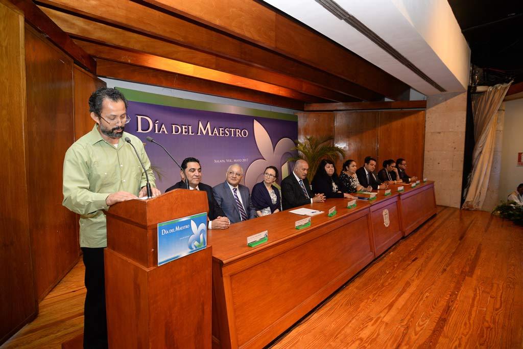 Isaac Echazarreta Nieves, de la región Veracruz, habló en representación de los profesores galardonados por Desempeño Docente