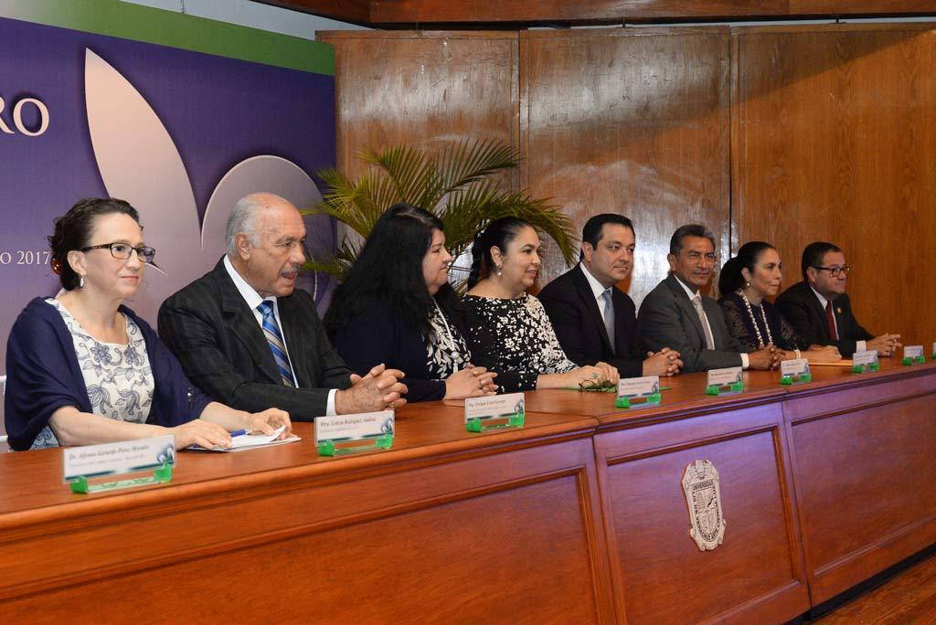 Las autoridades universitarias otorgaron reconocimientos a académicos jubilados y también a quienes obtuvieron distinciones nacionales e internacionales
