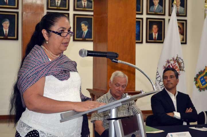 La rectora Sara Ladrón de Guevara durante su alocución