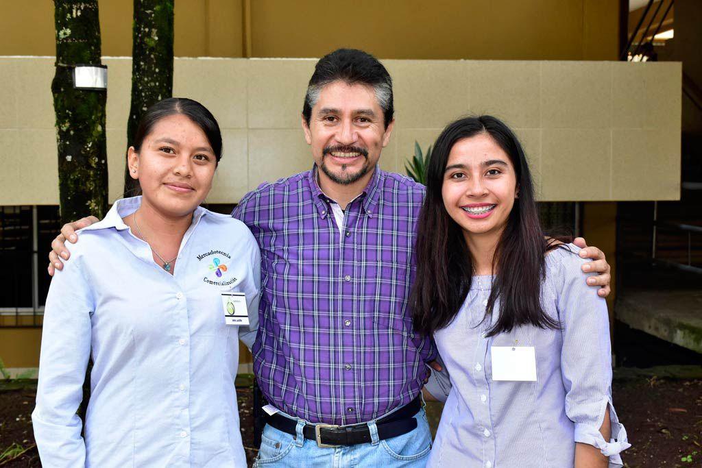 Ana Laura Gumecindo, Gerardo Alvarado y Leticia Domínguez, de la Facultad de Ciencias Agrícolas