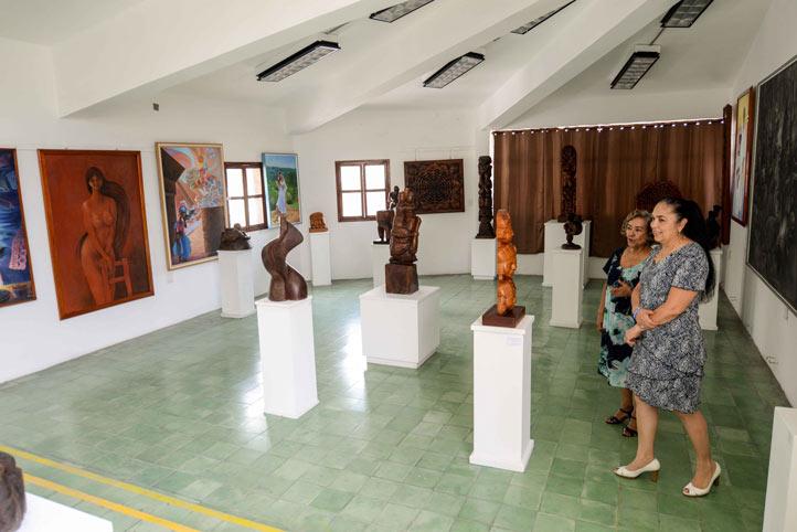 Sara Ladrón de Guevara hizo un recorrido por la Galería donde se exhiben las obras de Teodoro Cano