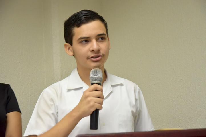 Rodrigo Herrera Chagoya habló a nombre de los estudiantes reconocidos