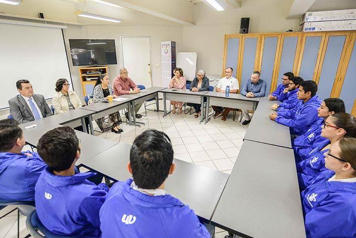 Sara Ladrón de Guevara felicitó a los universitarios que harán estancia por un año en Francia